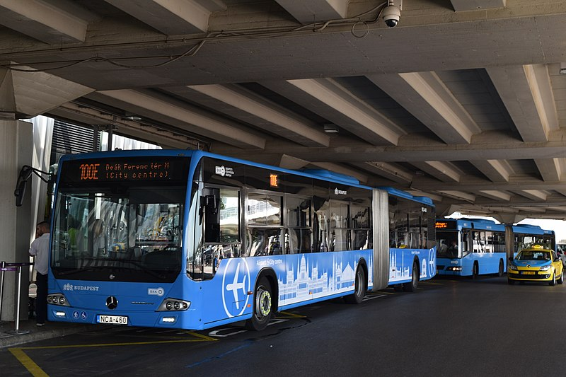 Autobús 100E para llegar del aeropuerto al centro de Budapest. Día 1: Madrid - Budapest.