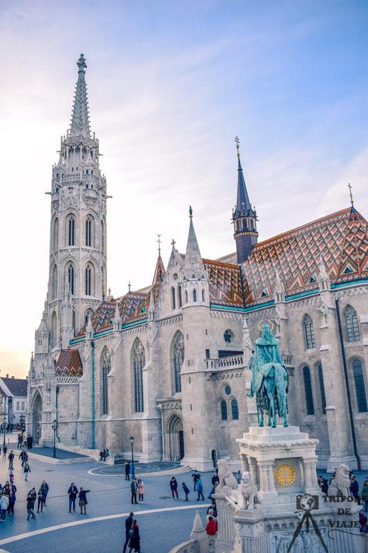 Iglesia de Matías en el Bastión de los Pescadores, uno de los 10 sitios imprescindibles que ver en Budapest.
