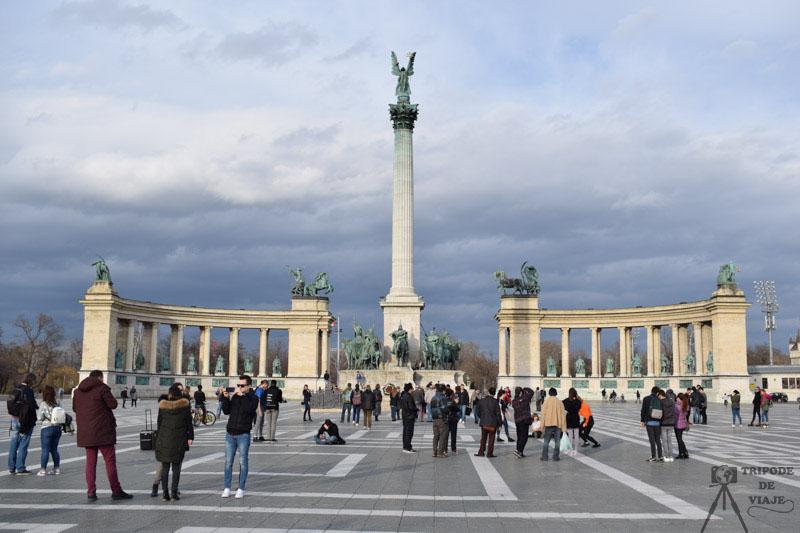 Plaza de los Héroes, uno de los 10 sitios imprescindibles que ver en Budapest.