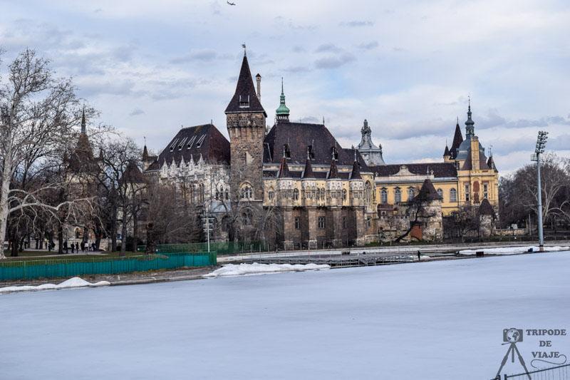 Castillo Vajdahunyad, uno de los lugares que visitamos en el día 2 en el que estuvimos conociendo más de Budapest.