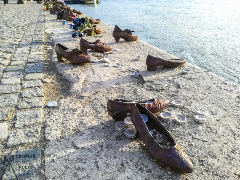 Monumento de los Zapatos del Dabubio, a orillas del río Danubio.