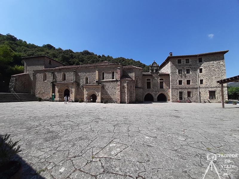 Monasterio de Santo Toribio de Liébana. Entrada a las atracciones turísticas de Cantabria.