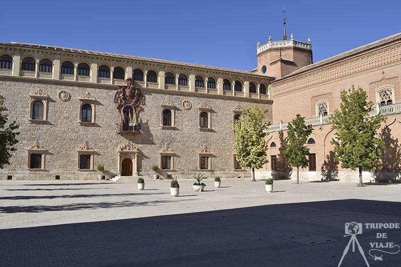 Palacio Arzobispal de Alcalá de Henares, uno de los pueblos bonitos de Madrid.