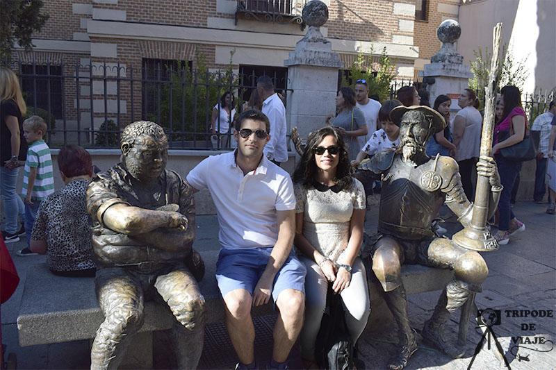 Don Quijote frente a la Casa de Cervantes.