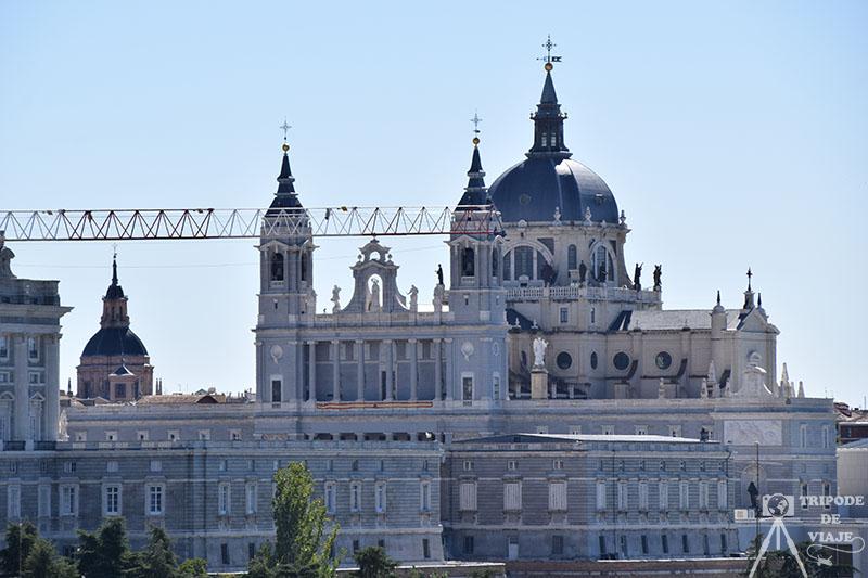 Catedral de la Almudena desde el mirador del Templo de Debod.
