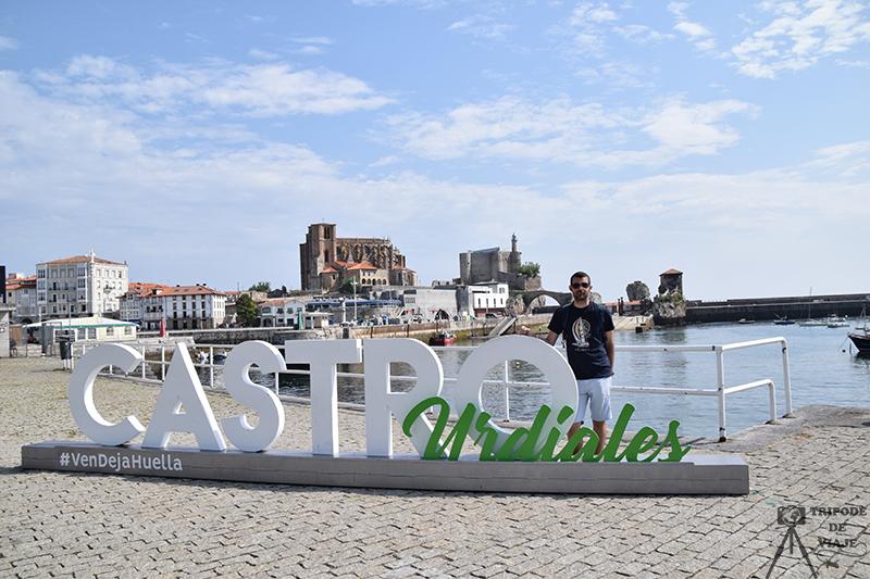 Vistas desde el puerto al castillo y la catedral. Uno de los pueblos más bonitos de Cantabria.