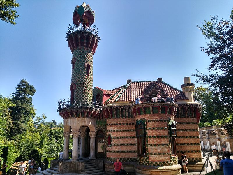 El Capricho de Gaudí. Uno de los 10 imprescindibles que ver en Cantabria.