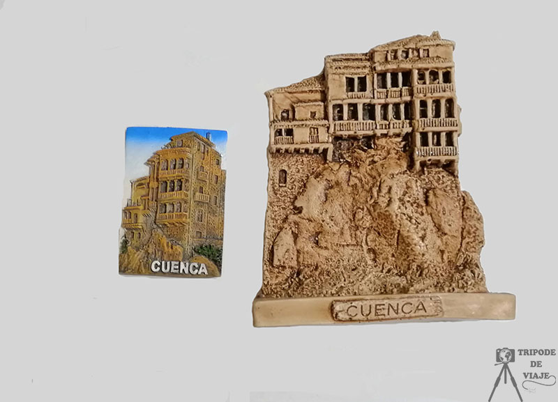Imán y figurita de Cuenca.