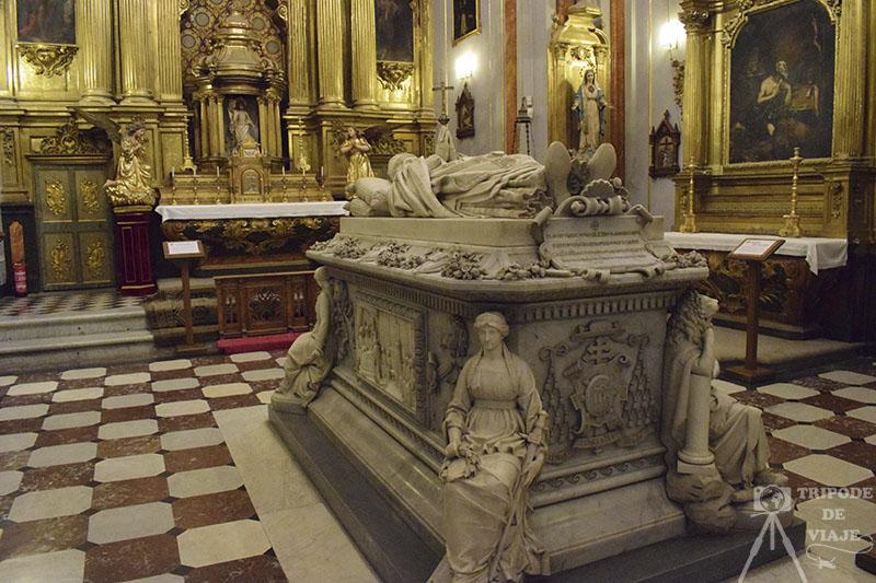 Sepulcro del cardenal en el Real Colegio de Doncellas
