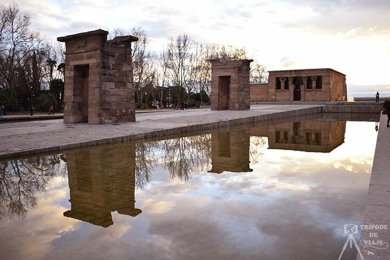 Atardecer en el Templo de Debod, uno de los 12 planes que hacer en Madrid.